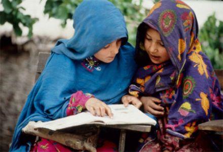 बलुचिस्तानातील दुष्काळ मुलींना शाळा-बाह्य करतो आहे.. एक बाहेर न आलेले वास्तव.